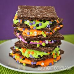 Graham Sandwiches for Halloween.  So colorful and so easy!  #halloween