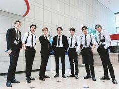 Yuto Pentagon, Pentagon Hongseok, Pentagon Members, Group Photos, Asian Actors, Hot Boys, Pretty Boys, Picture Video, Ball Gowns