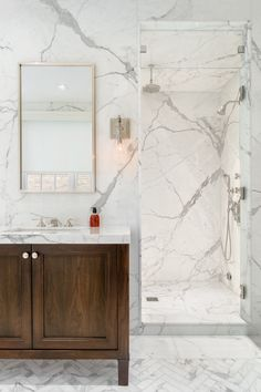 Artistic Tile I This luxe Brooklyn townhouse was tiled with 25 slabs of Calacatta Gold marble (including book-matched slabs) on bathroom walls and vanities, and matching Calacatta Gold mosaics on all bathroom floors. White Marble Bathrooms, Gold Bathroom, Bathroom Colors, Small Bathroom, Porcelain Marble Bathroom, Bathroom Ideas, Marble Showers, Calacatta Tile, Carrara