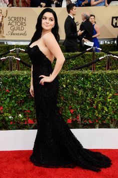 Pin for Later: Modern Family's Genetically Blessed Cast Members Strut Their Stuff at the SAG Awards Ariel Winter