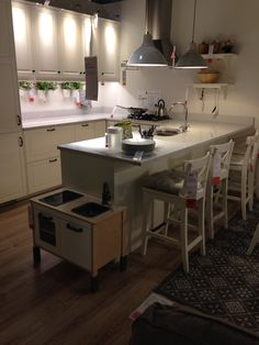 Kitchen Ideas, Kitchen Design, Table, Furniture, Home Decor, Kitchen Living, Kitchens, Home, Decoration Home