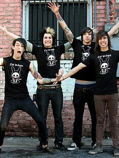 Pierce the Veil! Omg they're so young! I'm going to cry... my babies have grown up< Vic looks the same<< same tho, I didn't even recognize mike at first, I was like, who is that?