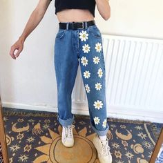 ) Cute White Flowers Girls Jeans – keyfancy Source by mestitsbidules clothes (November Sale?) Cute White Flowers Girls Jeans – keyfancy Source by mestitsbidules clothes Kleidung Design, Diy Kleidung, Painted Jeans, Painted Clothes, Diy Clothes Paint, Diy Clothes Jeans, Thrift Clothes, Painted Shorts, Remake Clothes