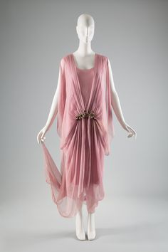 Bonwit Teller and Co. dress, c.1920. Collection of The Museum at FIT #dancefashion
