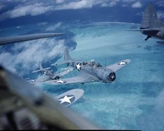 View of a squadron of US Douglas Dauntless dive bombers in flight as they patrol the coral reefs off Midway Island Midway Islands 1942 Ww2 Aircraft, Fighter Aircraft, Military Aircraft, Fighter Jets, Navy Aircraft, Military Photos, Military History, Military Life, Valenciennes France