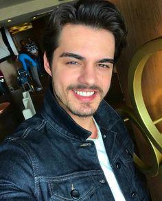 Turkish Men, Turkish Fashion, Turkish Beauty, Turkish Actors, Handsome Celebrities, Most Handsome Men, Handsome Actors, Cute Girl Face, To Infinity And Beyond
