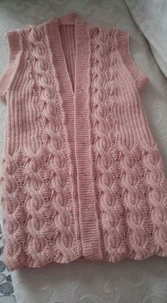 116 Grain Knitted Vest Models All Beautiful Knit Vest Model 13 Crochet Slipper Pattern, Knit Vest Pattern, Crochet Slippers, Baby Knitting Patterns, Knitting Designs, Hand Knitting, Crochet Hooded Scarf, Knit Crochet, Christmas Knitting