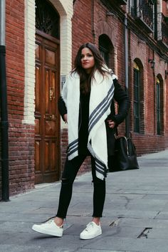 Black & white #outfit wearing white scarf and #sneakers.#streetstyle #fashion #look