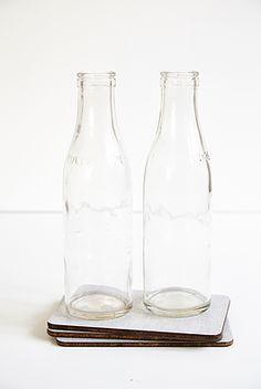 2 stk mælke/fløde flasker - 75kr. Køb den på www.loppedesign.dk