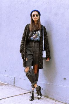 cardi / grunge tee / ripped jeans / beret