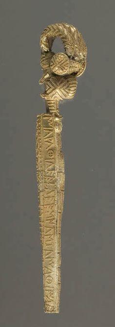 Gold Serpentine bow fibula, known as the Chiusi fibula Second half of the 7th century BC Castelluccio di Pienza, Chiusi, Italy