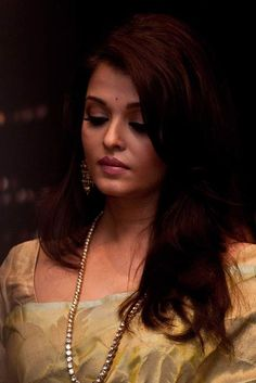 Aishwarya Rai at a function to honor her with the Knight of the Order of Arts and Letters Award of France in New Delhi on July 2011 Aishwarya Rai Young, Aishwarya Rai Pictures, Aishwarya Rai Photo, Actress Aishwarya Rai, Aishwarya Rai Bachchan, Bollywood Actress, Aishwarya Rai Wallpaper, Palais Des Festivals, India Beauty