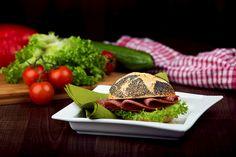 Wir bieten jeden Morgen frische und gesunde Snacks an. Da wir eine große Auswahl an Belägen haben, ist für jeden etwas dabei! www.bengelmann.com