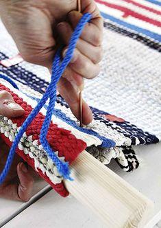 kuva Friendship Bracelets, Bags, Crochet Necklace, Outdoors, Jewelry, Handbags, Jewlery, Crochet Collar, Bijoux