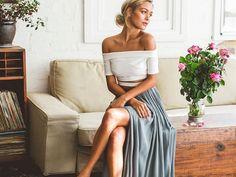 Der Maxirock ist perfekt für erste warme Übergangstage, um einen sommerlichen Look zu kreieren und weiße Beine zu kaschieren. Wir geben euch Tipps, mit denen euer Auftritt einfach maximal wird.