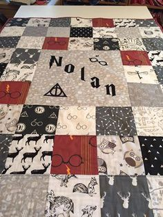 Harry Potter Baby Crib Quilt - I need this made. Baby Harry Potter, Harry Potter Baby Shower, Harry Potter Quilt, Harry Potter Nursery, Baby Crib Diy, Baby Cribs, Baby Boy, Do It Yourself Baby, Diy Bathroom