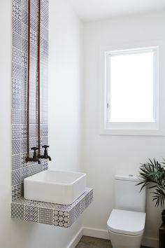 7 Tips To Make A Small Bathroom Look Bigger   ITALIANBARK #bathroom  #smallinteriors Floating