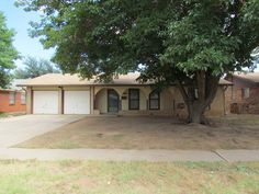 Awesome home with easy access to Loop, so you are close to EVERYTHING!