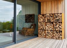 Our Square Modular Log Pods really do stack up. With a nod to mid century design these handcrafted log storage units turn seasoning timber into an art form. they work brilliantly indoors or in the garden so either have one on its own or stack them. Outdoor Firewood Rack, Firewood Storage, Outdoor Storage, Firewood Logs, Garden Lodge, Log Wall, Bin Store, Wood Store, Diy Log Store