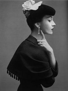Dovima October 1950 wearing Christobel Balenciaga.