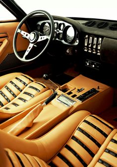 365 GTB/ 4 interior.