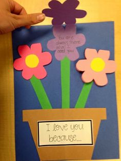 Heartwarming DIY Mother's Day card that your kids can actually make! A great craft to celebrate moms and grandmas!