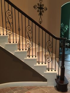 Terrific Totally Free Wrought Iron stair railing Style Home designing using wrought iron is usually as strong nowadays for the reason that wrought iron precious meta. Staircase Railing Design, Interior Stair Railing, Wrought Iron Stair Railing, Balcony Railing Design, Iron Balusters, Stair Handrail, Iron Spindle Staircase, Banisters, Casa Rock