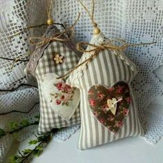Country jarní domečky I. / Zboží prodejce Betty HOME Sewing Crafts, Sewing Projects, Craft Projects, Christmas Sewing, Christmas Crafts, Crafts To Make, Diy Crafts, Lavender Bags, Heart Crafts