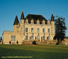Château de la Goujeonnerie, Vendee, France - www.castlesandmanorhouses.com