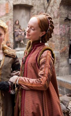 "recycledmoviecostumes: "" This fur trimmed Italian Zimarra (a loose over gown) was designed by Gabriella Pescucci for Showtime's television series The Borgias. Pescucci has also designed for Dangerous. Italian Renaissance Dress, Renaissance Mode, Costume Renaissance, Renaissance Dresses, Renaissance Fashion, Historical Costume, Historical Clothing, Die Borgias, Los Borgia"