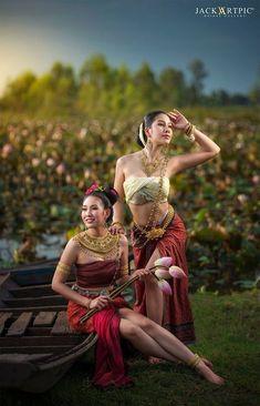Fashion Model Photography Studios Eyes 57 New Ideas Traditional Thai Clothing, Traditional Dresses, Thai Fashion, Indian Beauty Saree, Beautiful Asian Girls, Asian Woman, Beauty Women, Asian Beauty, Fashion Photography