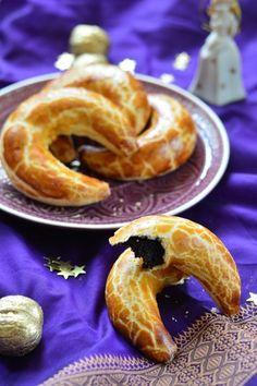 Pozsonyi kifli recept Hungarian Recipes, Hungarian Food, Onion Rings, Winter Food, Cookie Recipes, Main Dishes, Breakfast Recipes, Bakery, Recipies