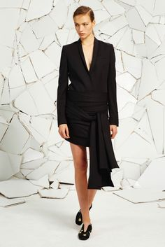 Stella McCartney Resort 2016 - Collection - Gallery - Style.com  http://www.style.com/slideshows/fashion-shows/resort-2016/stella-mccartney/collection/3