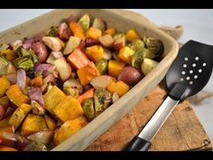 Healthy 15 Minute Roasted Chicken and Veggies (One Pan) Roasted Vegetable Recipes, Roasted Root Vegetables, Vegetable Dishes, Veggies, Roasted Chicken, Baked Chicken, Chicken Garden, Oven Roast, Sweet Potato