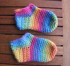 little socks Crochet Crochet Baby Socks, Crochet Bib, Crochet For Boys, Newborn Crochet, Crochet Slippers, Baby Knitting, Rainbow Crochet, Hexagon Pattern, Beautiful Crochet