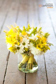 pretty flowers! Yellow Wedding Flowers and Dasies @Christa Vickers Miller