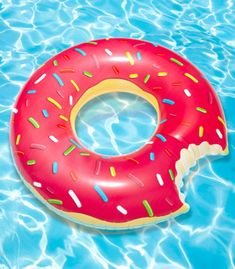 Gigantic Donut Pool Float - This would totally be in my pool! Summer Pool, Summer Fun, Style Summer, Summer 2015, Summer Beach, Summer Days, Giant Donut, Giant Food, My Pool