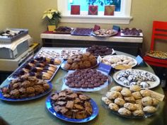 Cookies, and other baked goods  are popular during the holidays...and many are given as gifts in colorful  cookie tins.