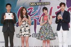 韓国・ソウルにあるソウル放送(SBS)で行われた、新ドラマ「上流社会 High Society 상류사회」の制作発表会に臨む、(左から)俳優のソンジュン、ガールズグループ「アフタースクール」のユイ、女優のイム・ジヨン、アイドルグループ「ゼア」のパク・ヒョンシク(2015年6月3日撮影)。(c)STARNEWS ▼9Jun2015AFP|新ドラマ「上流社会」、ソウルで制作発表会 http://www.afpbb.com/articles/-/3051237 #김유진 #金幽珍 #Kim_Yu_jin #애프터스쿨_유이 #After_School_Uee #After_School_宥真 #임지연 #林智妍 #Lim_Ji_yeon #성준 #盛駿 #Sung_Joon #박형식 #朴炯植 #Park_Hyung_sik
