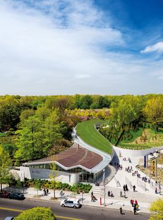 The Brooklyn Botanic Garden Visitor Center in Brooklyn, New York is home to 40,000 plants, including grasses, perennials, and flowering bulbs.