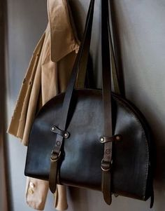 """Leather Bag"" https://sumally.com/p/913883?object_id=ref%3AkwHNPvaBoXDOAA3x2w%3AFSRJ"
