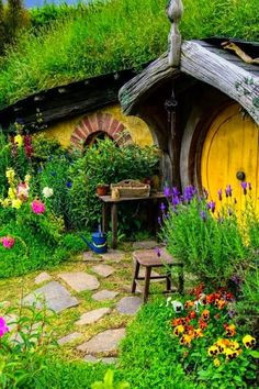 65 Ideas House Front Ideas Hobbit Hole For 2019 Fairy Houses, Play Houses, Fairytale House, Underground Homes, Earth Homes, Earthship, House Front, The Hobbit, Glamping
