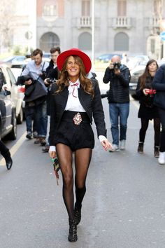 How to Wear Bows as a Grown Adult Woman Best Street Style, Model Street Style, Star Fashion, Fashion Outfits, Live Fashion, Daily Fashion, Anna Dello Russo, Milan Fashion Weeks, London Fashion