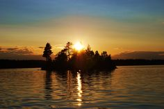 Temagami. Canoeing, Landscape Photos, Geography, Sunsets, Ontario, Places To Go, Landscapes, Canada, Moon