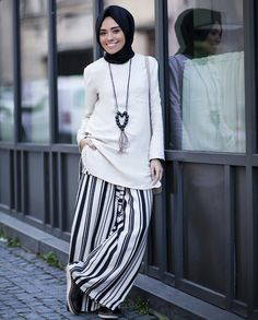 Hülya Aslan Moslem Fashion, Modest Fashion Hijab, Dressed To Kill, Hijab Outfit, Muslim Women, Striped Pants, Turban, Elegant, My Style
