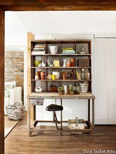 Un meuble tri postal modernisé. Magnifique! par Dust Jacket Attic Plus de photos et de projets d'upcycling sur le site Docteur Wood