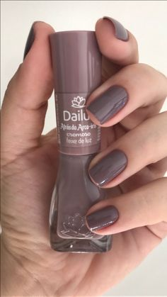 Dailus Enamel Rainbow Behind Collection Cor: feixe de luz - Unhas - Gorgeous Nails, Pretty Nails, Cute Pink Nails, Sally Hansen Nails, Nail Ring, Nail Fungus, Manicure And Pedicure, Pedicures, Toe Nails