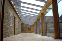 Aluminium framed glass link designed to create direct access from one wing of the property to the other, with green oak posts and lintels. Twin-bay car shelter of galvanised mild steel and aluminium, single glazed. Building Extension, Glass Extension, Garage Extension, Side Extension, Building Stone, Building A Pool, Building A House, Roof Design, House Design