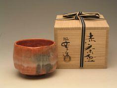 Japanese Chawan | AKARAKU CHAWAN - Japanese tea ceremonies - Craft Products Uji Matcha, Zen Tea, Japanese Art Styles, Japanese Products, Japanese Tea Ceremony, Tea Art, Japanese Porcelain, Chawan, Kitchen Things