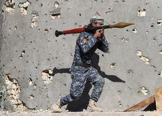 08.12 Un membre des forces de sécurité irakiennes en pleine action dans un village près de Ramadi.Photo: AFP/Ahmad Al-rubaye